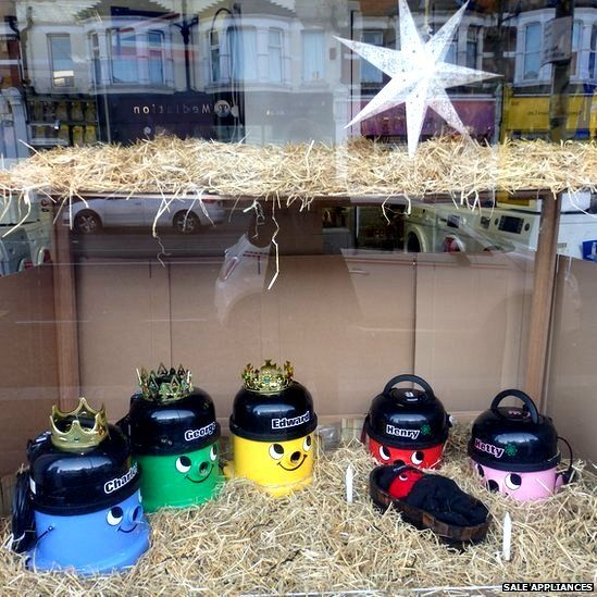 Christmas crackers: Nativity scene made of Henry vacuum cleaners <3