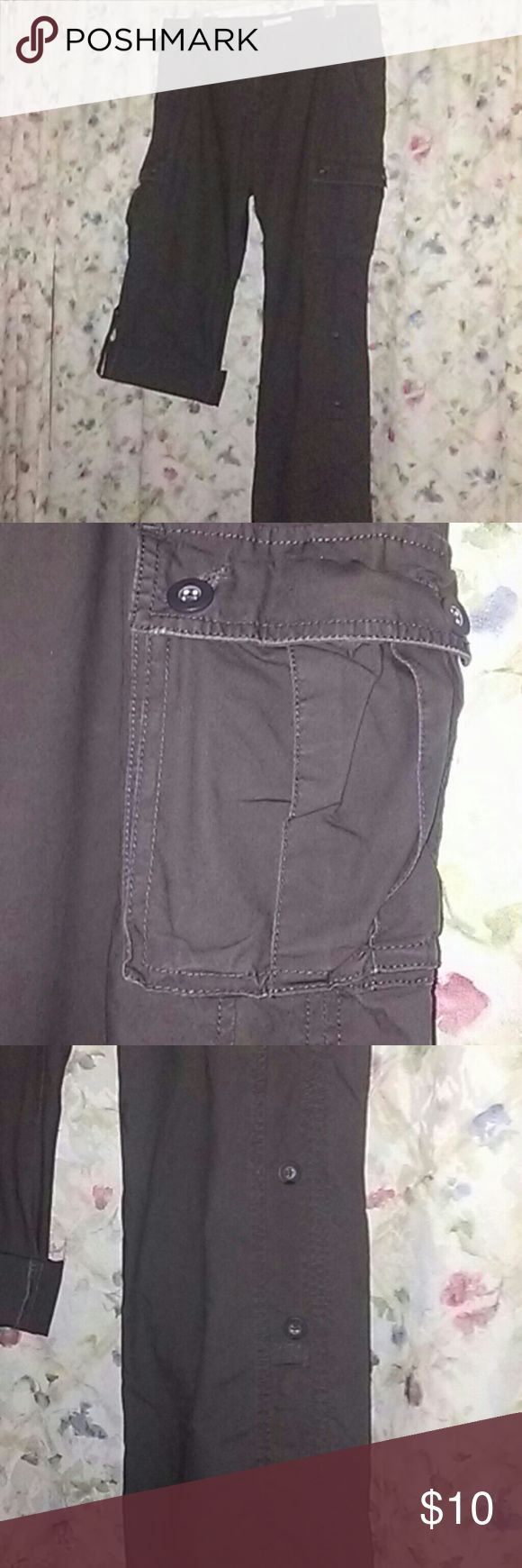 Old Navy Cargo Pants Authentic Old Navy cargo pants that convert into capris 6 pockets 100% cotton Old Navy Pants