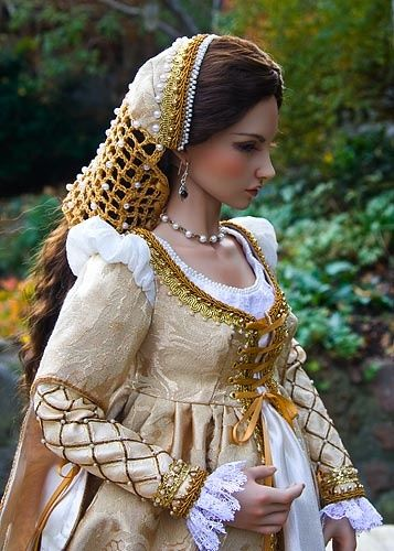 Pretty as a picture in 16 century Italian Renaissance garb
