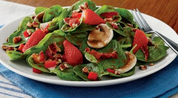 La Madeline Feature Strawberry Spinach Salad