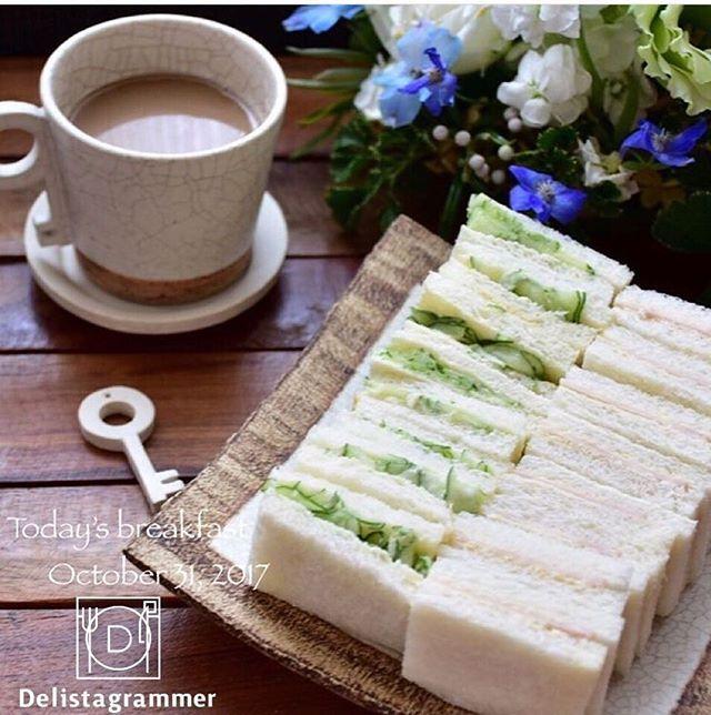 ouchigohan.jp 2017/10/31 18:04:35 delicious photo by  @tomi_hi_ . 滅多にパンを食べないのですが、今日は珍しくパンが食べたくて、ランチにサンドイッチをチョイス😌❤️ 具材がシンプルなサンドイッチにうっとりしてしまい、思わずピックアップ✨ . サンドイッチだけに限らず、最近はシンプルなごはんが気分🎶 だからサンドイッチも、これくらい潔いものがツボなんです💘 --------------------------- ◆#デリスタグラマー #delistagrammer #LIN_stagrammer を付けて投稿すると紹介されるかも!スタッフが毎日楽しくチェックしています♪ . [staff : なべこ] --------------------------- . #ouchigohan #いつものいただきますを楽しく #おうちごはん #instafood #暮らし #foodpic #onthetable #onmytable #foodporn #foodphoto #foodstyling #homemade…