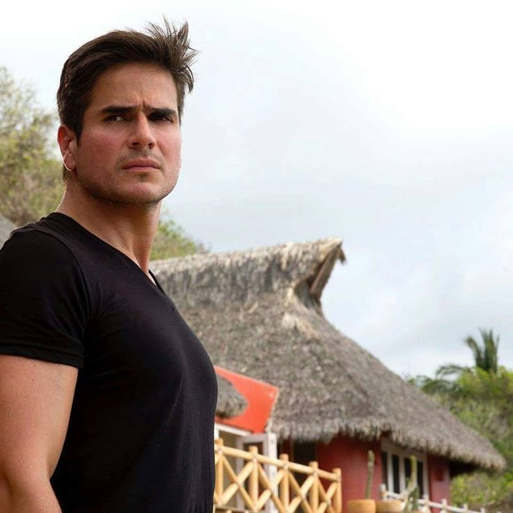 Daniel Arenas black shirt <3