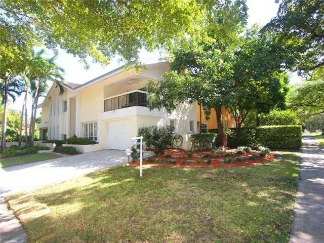 1450 Ortega Av, Coral Gables, FL - $819,000, 4 Beds, 4 Baths. Custom Built Recently Updated2 Story Modern Home Features 4 Bdrm 3.5bth(master W/balcony/his/hers Walk-in Closets) Living Rm,formal Din Rm,fam Rm,travertine/hardwood Flrs,crowned Moldings,beautiful Eat-in Kitchen,wet Bar, Lots Of Large Windows/glass Drs /2 New Super High Eff A/c,6 Yr Old Roof,lots Of Closets,termite/appliance Warranty,accordion...
