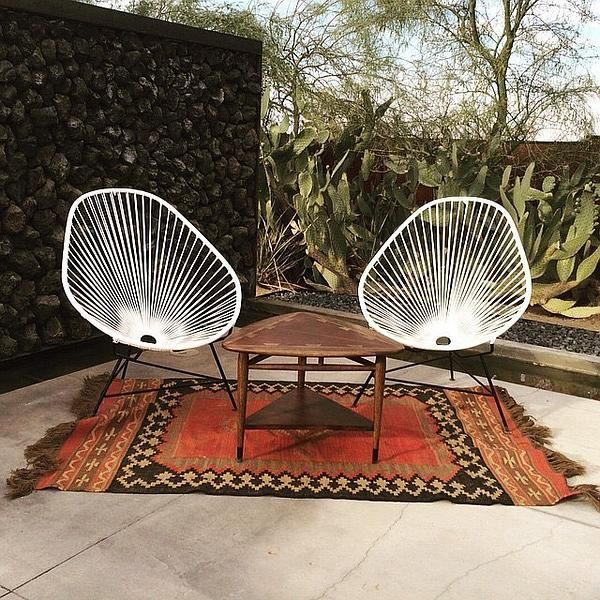 The Acapulco is in every way 'cool'. With avocado shaping and a comfortable woven seat, this series offers up a lounge space like no other.