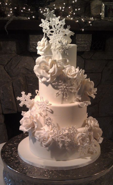 17 Best 1000 images about Wedding Cakes Christmas on Pinterest