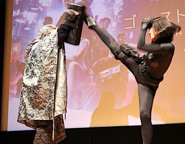長州力、セクシー衣装に身を包んだ武田梨奈のキックは「すごいキレてる」  MovieWalker 2017年3月30日 #武田梨奈 #長州力 #ハイキック
