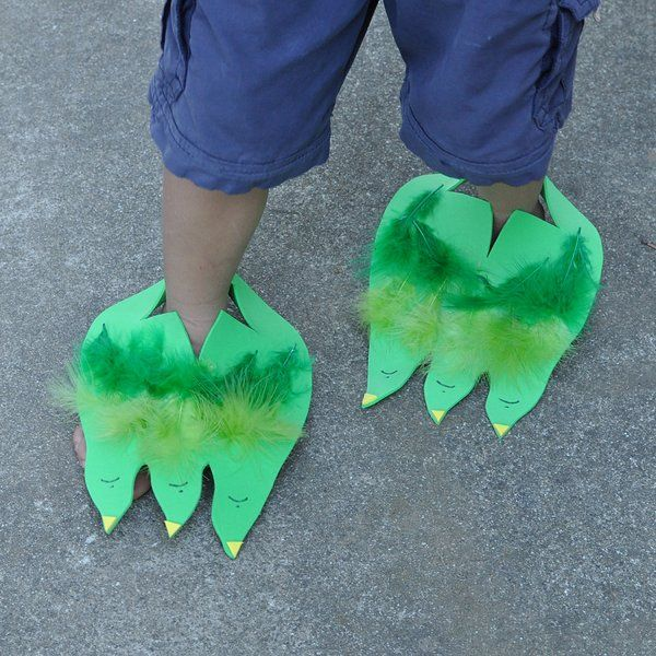 Dino (or Monster) Feet: These Dino / Monster feet are sure to provide plenty of amusement.  They are such a simple idea - foam sheets cut into dinosaur feet shapes that can be slipped over the child's foot.  Decorate using sharpies, adhesive foam shapes, glue, glitter, buttons, feathers....  A fantastic project for a preschool class, a dinosaur party or for pretend play on a rainy day.