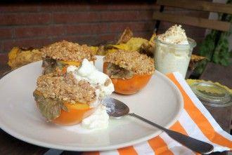 Low Carb Dessert   Kaki Frucht mit Nusskruste und cremiger Sahne