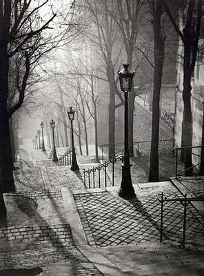 Paris / quien pudiera estar ahí y recorrer esas callecitas que se ven grises pero apacibles, lejos de esta locura...