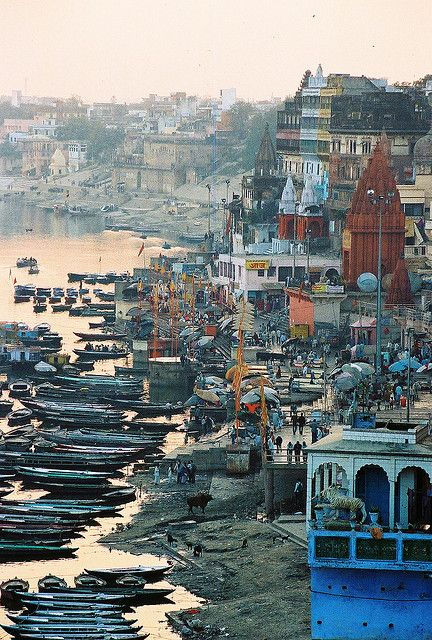 Varanasi, INDIA. Love the colours and people, food, tuktuks and dust, just beautiful! (by Michael Bollino, via Flickr)