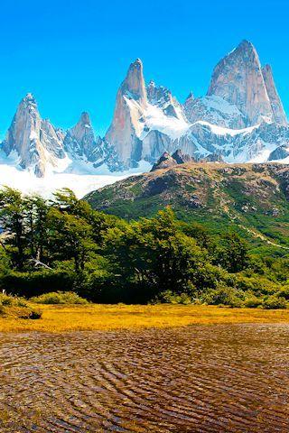 Montañas nevadas en la Patagonia, Argentina.