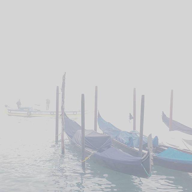 13.48 p.m.  #venezia #venice #fog #nebbia #foggyday #italy #november #chasingfog #fogvenice #foginvenice