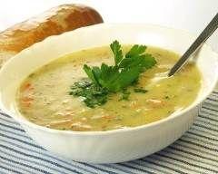 Potage de légumes : http://www.cuisineaz.com/recettes/potage-de-legumes-42879.aspx
