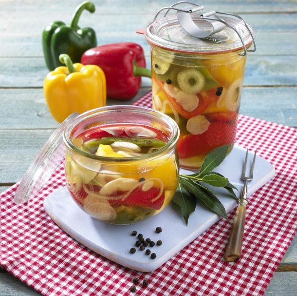 Unser beliebtes Rezept für Eingelegte bunte Paprika und mehr als 55.000 weitere kostenlose Rezepte auf LECKER.de.