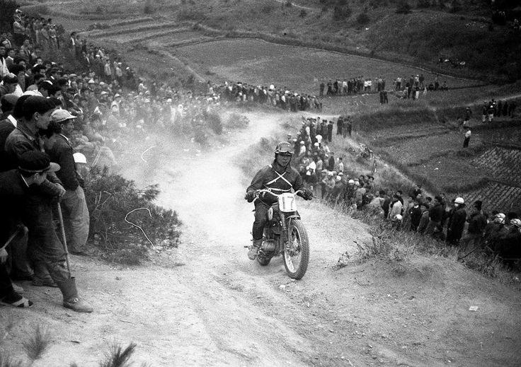 1959 MCFAJ All Japan Motocross in Osaka Shinoda-yama. Kazuo Kubo with Yamaha YA-1.