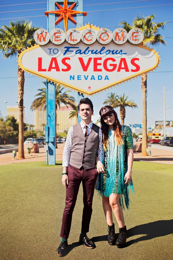 photographe-mariage-las-vegas-floriane-caux-poppylarue (29) Bride : Floriane Caux Photographer : Poppy La'Rue Photography #vegaswedding #jeffreycampbell #glitter #lasvegas