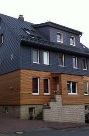 Fachwerkhaus - Sanierung eines Zweifamilienhauses von 1903, ökologische Wärmedämmung mit Hanfmatten, Schleppdachgauben,  Schiefer, Bildrecht: Mike Griggel