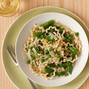 This vegetarian pasta is loaded with summery produce. #recipesVegetarian Pasta, Brown Rice, Veg Broth, Asparagus Peas, Pasta Dishes, Vegetables Broth, Healthy Recipe, Favorite Recipe, Frozen Spinach
