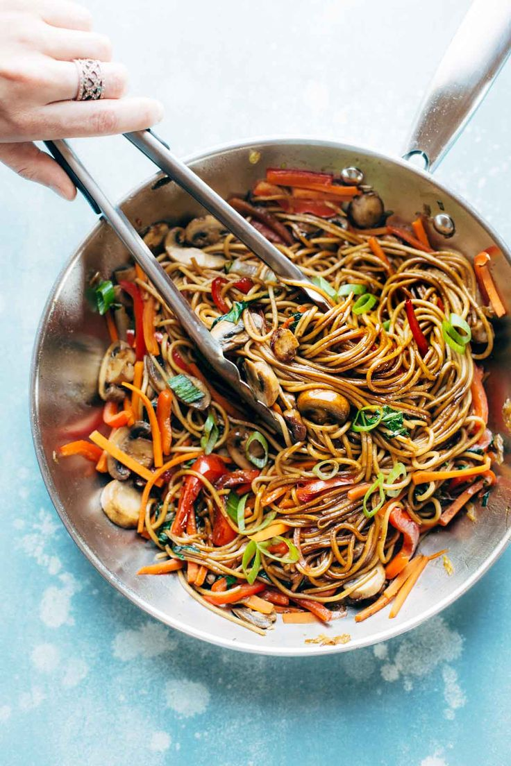 15 Minute Lo Mein! A super easy go-to for a quick Asian noodle stir ...