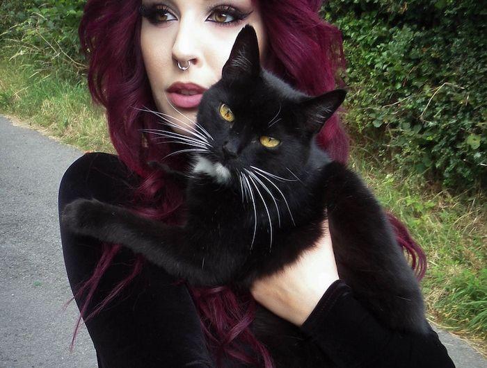 Les 25 meilleures id es de la cat gorie cheveux noirs et bordeaux sur pinterest balayage - Teinture rouge bordeaux ...