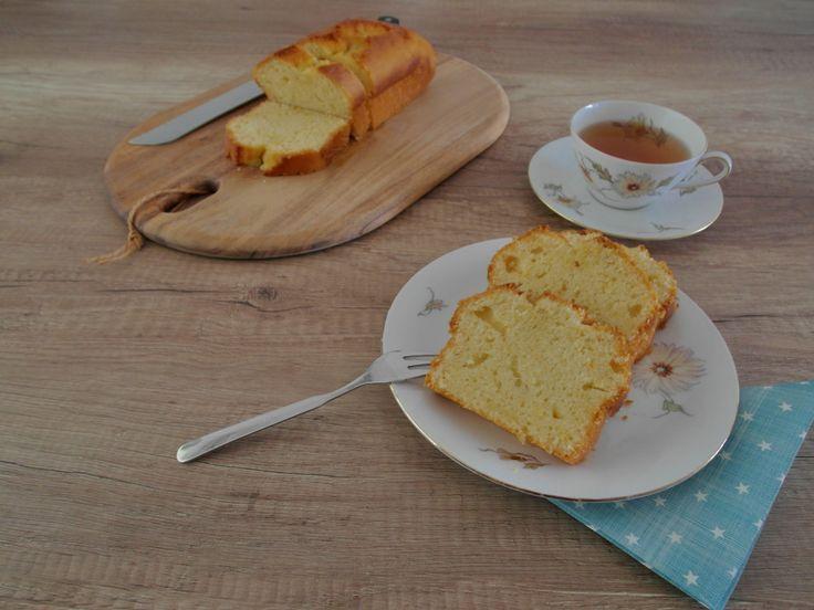 Probeer eens deze Yoghurt-sinaasappel cake uit de Griekse keuken. Natuurlijk gemaakt van Griekse yoghurt en voor de Griekse keuken opvallend weinig suiker.