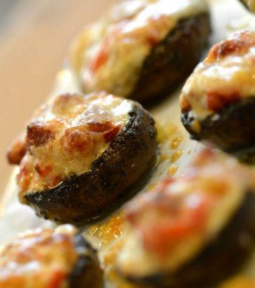 Μανιτάρια γεμιστά με λουκάνικο και γλυκές πιπεριές | Γιάννης Λουκάκος