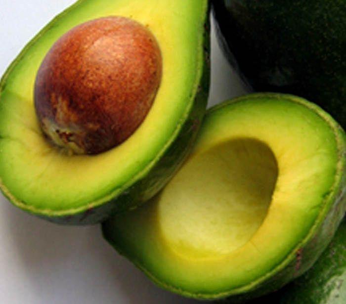 Entre os vários tipos de óleos funcionais, o de abacate é um dos mais benéficos para a saúde. Estudos científicos comprovam seus efeitos contra doenças car