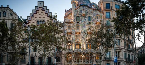#barcelone #barcelona #барселона #кудапойти #чтопосмотреть #районыбарселоны #гауди #дома Дома в Барселоне. Как спланировать идеальное путешествие в Барселону? | Барселона10 - путеводитель по Барселоне