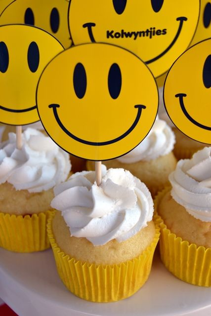Cupcake Decorating Ideas Smiley Faces : 17 Best images about Party ideas on Pinterest Smiley ...