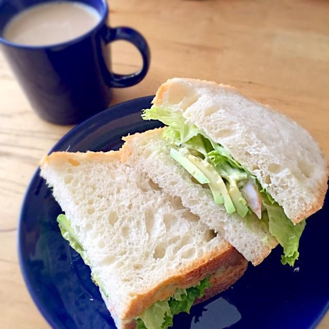 サブウェイっぽいサンドイッチになった(笑)作り方をパラパラ動画にしてみたよー。 https://vine.co/v/O3T1ipMe5Ed - 12件のもぐもぐ - 海老アボカドサンド(朝食2015.3.27) by lottarosie