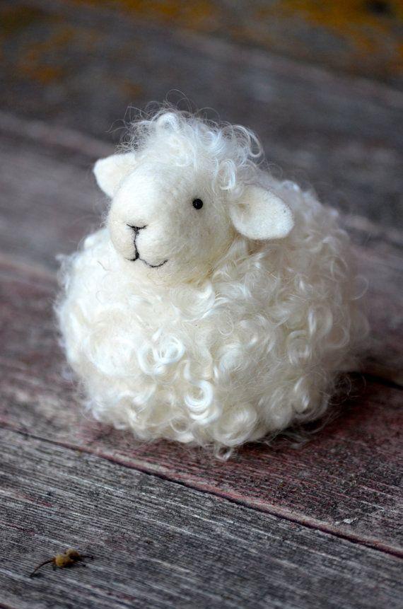 Oveja lana blanca cordero fieltro de la aguja por BearCreekDesign