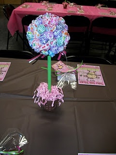 Cute sucker centerpiece!