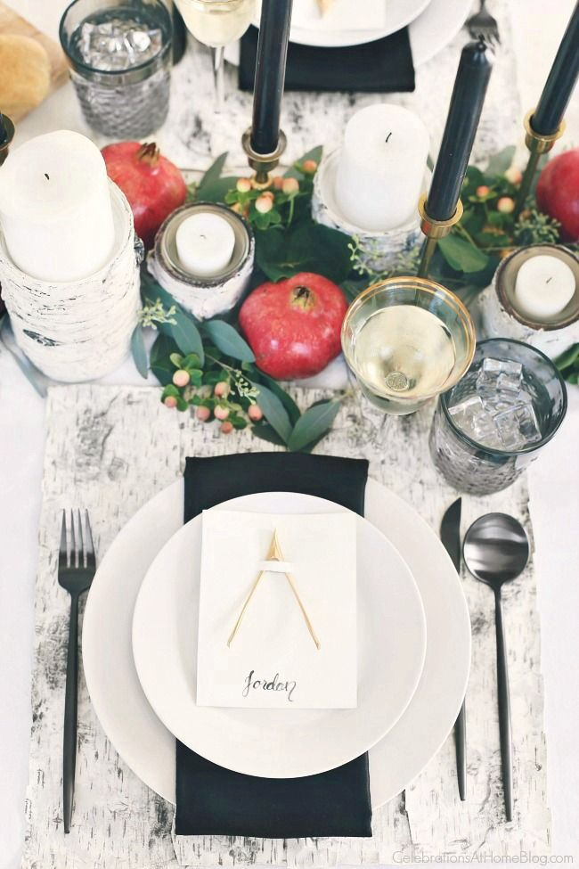 Set a Black & White Tablescape for a black tie wedding this year for a modern take on tradition. Fresh flowers and organic elements bring in pops of color. Get all the inspiration here. #blackandwhite #tablescape