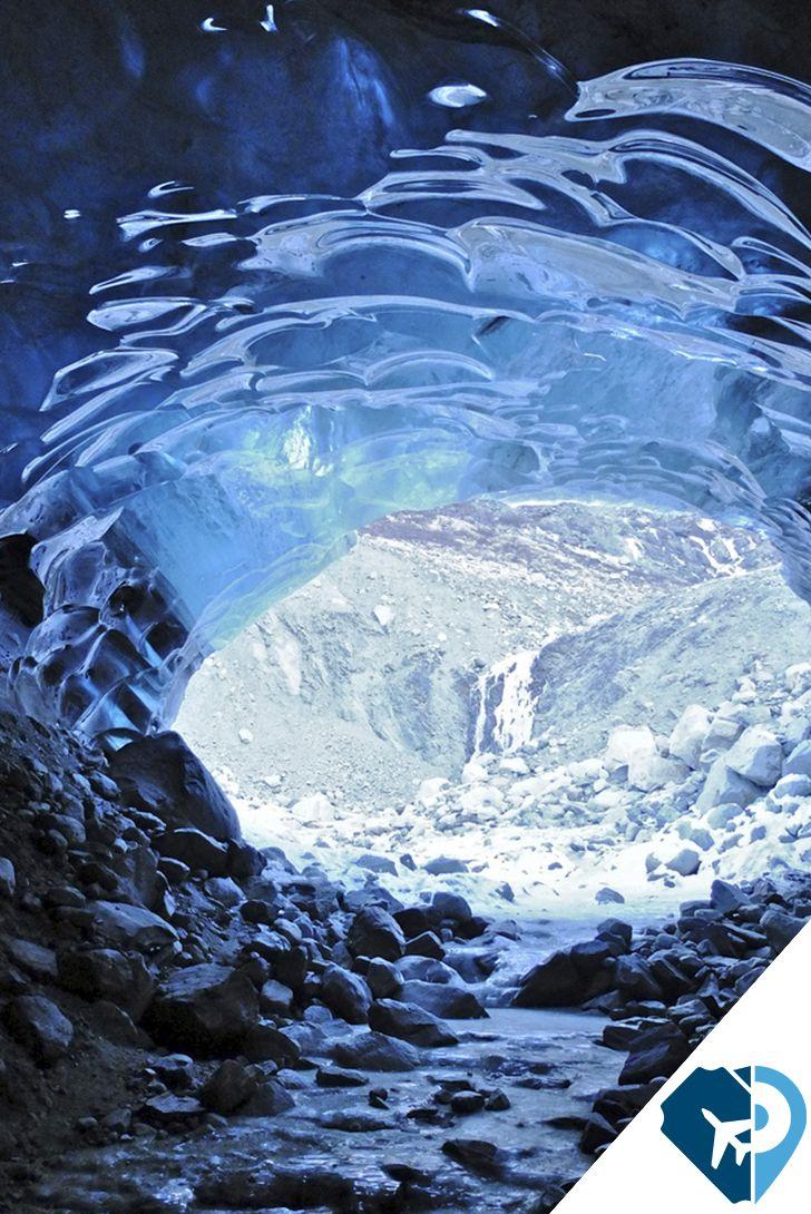 En Alaska se encuentra un gigante de hielo de nombre Glaciar Mendenhall. Y si bien atrae a muchos visitantes, pocos se atreven a explorar las cuevas que se han ido formando con el paso del tiempo..