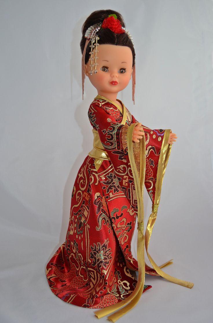Kimono rojo y oro.