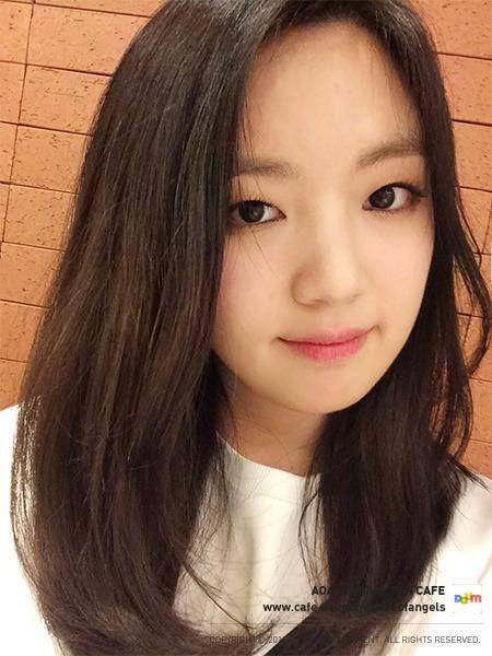 [Photos / 2015.3.15] AOA Yookyeong was given a cake!! 유경누나 생일로 드럼 케이크를 받으셨네요~ 내 심장을 흔드럼 이라는 단어가 들어가서 그런지 흐뭇해하십니다^^ Happy Birthday Youkyung - The Half Angel-- AOA newbie :)