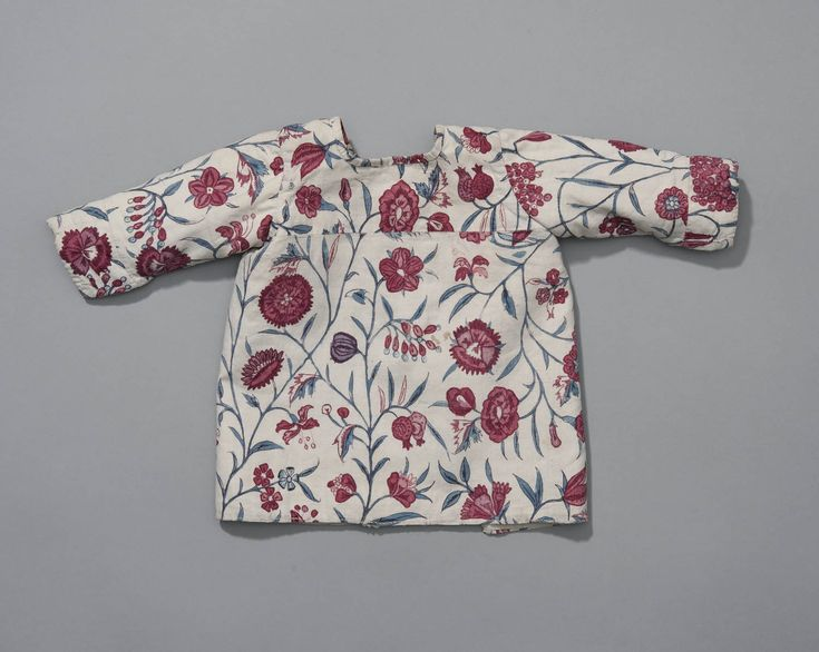 babyjak van18de eeuwse Indiase sits, Friesland Babyjak van18de eeuwse Indiase sits, Het jakje zelf is waarschijnlijk later vervaardigd uit een oudere stof. #Friesland