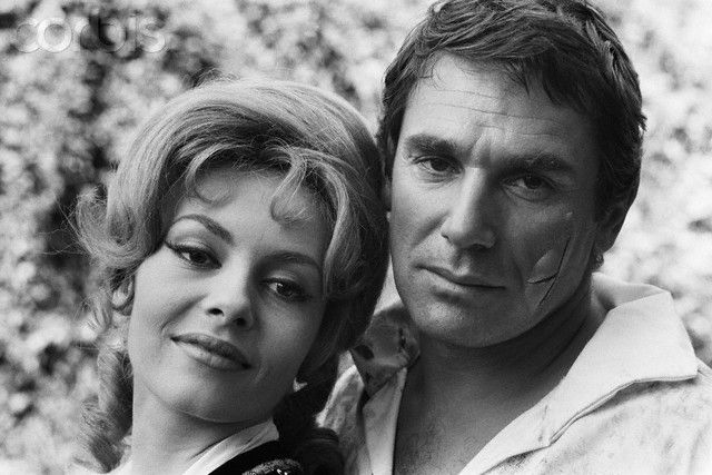 Michèle Mercier and Robert Hossein in Angélique, Marquise des Anges, directed by Bernard Borderie, 1964