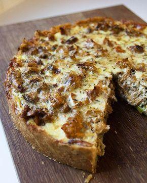 Mehevä kantarellipiirakka on yksikertainen, mutta maukas herkku vaikkapa illanistujaisiin. Kantarellien kanssa toimii hyvin myös pekoni.