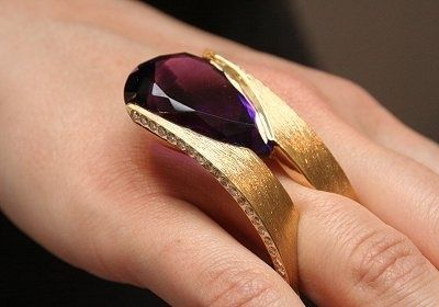 """Ring """"Surf"""" byThierry Vendome. It's composed of two rows of amethyst and diamond mounted in yellow gold"""