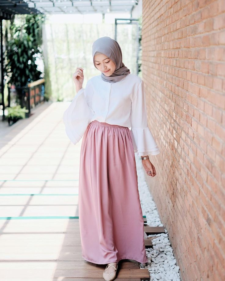 "4,368 Likes, 26 Comments - Sari Endah Pratiwi (@saritiw) on Instagram: ""Skirt from @mykikstore suka bgt sama warnanyaaa. Bahannya ga transparan!"""