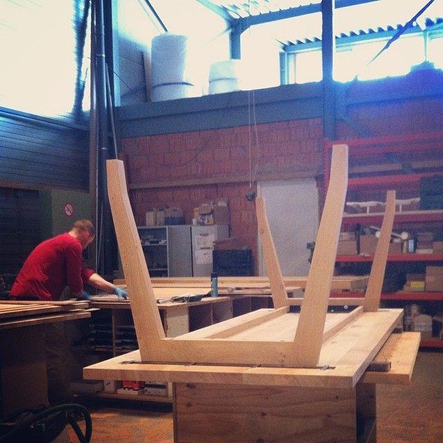 Tafel Tango In Productie Op Onze Werkplaats. Door De Verschillende  Afwerkingen Is Deze Neutrale Tafel