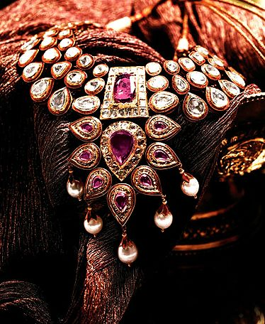 Kundan with uncut diamonds necklace by Tanishq