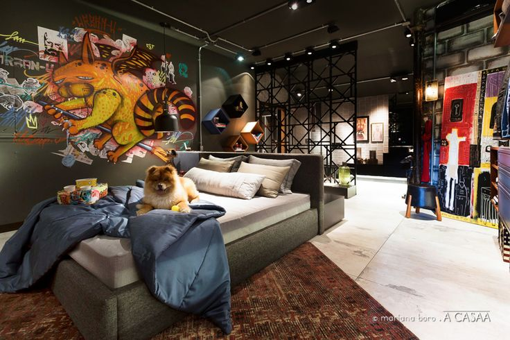 #projetosHAUS  Eles marcou nossa estreia na Casa Cor SC em 2015, nos brindou com o Premio de Melhor Ambiente pelo Voto popular naquela edição da mostra da mostra Catarinense, e agora retorna para concorrer ao Premio Kaza TOP 100.  ************************  Suite urban-U, desconstruída, fora da caixa e uma relação muito forte com a cidade.      #Haus #architecture #design #decoração #interiordesign #interiores #instadecor #homedecor #designdeinteriores #arquitectura #archilovers #projeto…