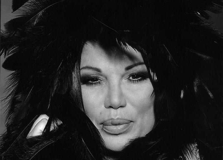 Serena la sexy locandiera. Cosa ci fa l'icona sexi degli anni '80 a Rimini? Scoprilo qui:  http://www.inmagazine.it/2013/06/serena-la-sexy-locandiera/