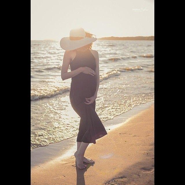 Оказывается сегодня пятница)) утром я об этом позабыла, но выходных все равно хороших) #marinamalina #pregnancysession #maternitysession #sun #sunset #беременная #будумамой #вожиданиичуда #9месяцев #пляж #malinamama #фотосессиябеременности #беременность @bestpregnancyphotos