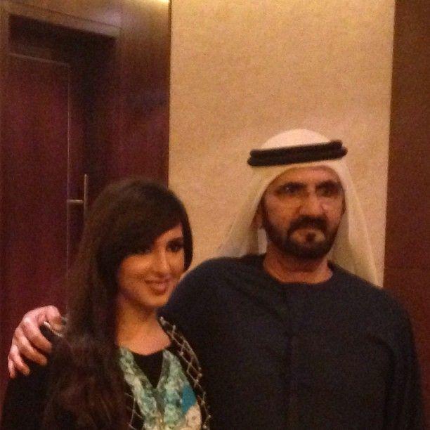 Maryam MRM (1ª) con su padre Mohammed RSM, DWC (2013)