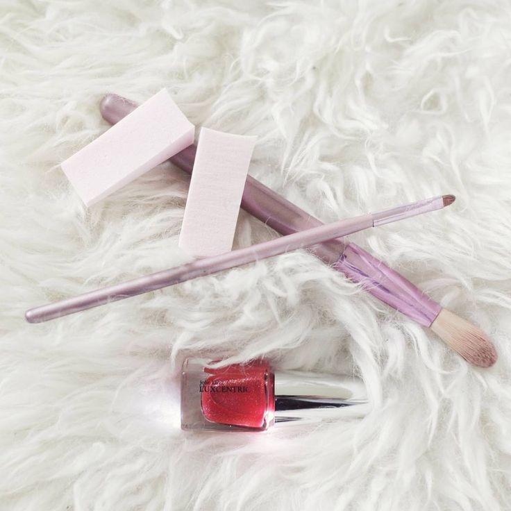 🇬🇧 Beauty essentials that keep me shining all night long 💖 Discover our whole LED makeup range on our website! ✨ 🇫🇷 Les indispensables pour briller en soirée 💄💫 Découvre toute notre gamme de maquillage lumineux sur notre site !🌟