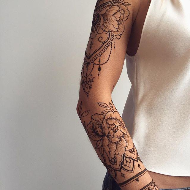 My endless love #peonies  В моих рисунках становится все больше флористики - пионы, лотосы, лепестки, веточки... может, скоро весна? Harmony of flora & ornaments in #Veronicalilu henna sleeve #hennalovers