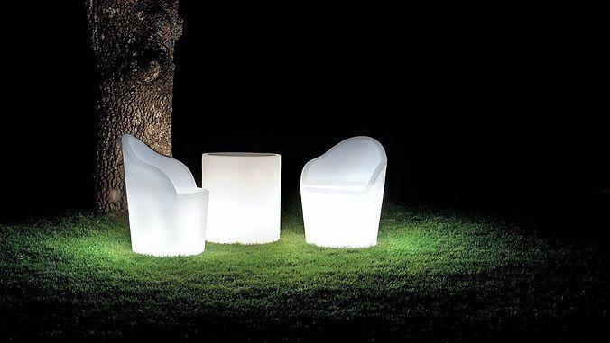 Da StarFive troverai arredamento e complementi d'arredo unici, tra cui vasi ed elementi luminosi, linea posacenere, elettronica, home decor e molto altro!